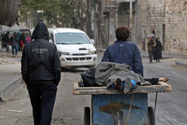 Plus de 300 civils, dont 33 enfants, ont... (AFP)