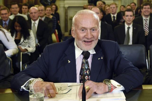 Buzz Aldrin plaisante toujours, lors de ses nombreuses... (photo Susan Walsh, archives AP)