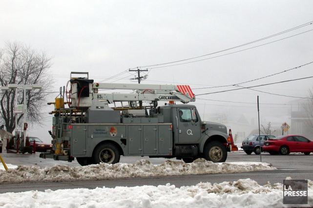 La neige mouillée prive d'électricité 10 263 abonnés... (Photo courtoisie)