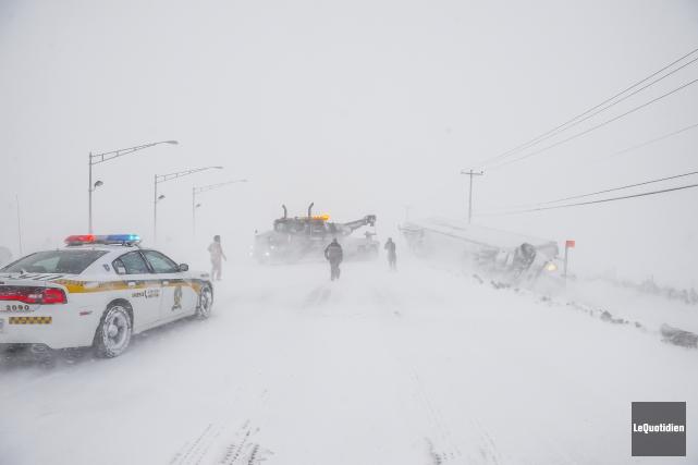 Plusieurs gros véhicules ont fait des sorties de... (Photo Le Quotidien, Gimmy Desbiens)
