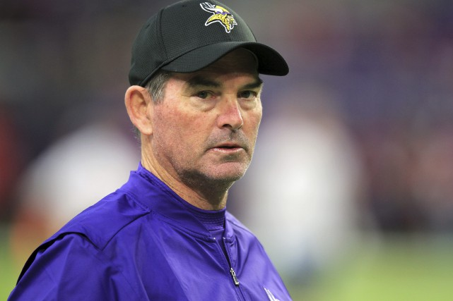 L'entraîneur-chef des Vikings du Minnesota, Mike Zimmer.... (Photo Andy Clayton-King, archives AP)