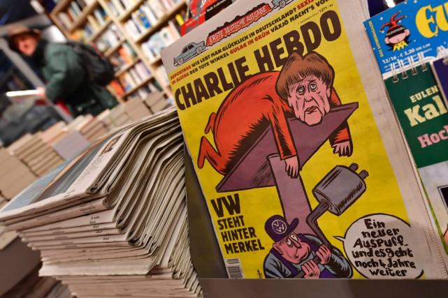 Merkel nue, en chaise à porteurs, en Fidel Castro ou coiffée d'une saucisse:... (PHOTO AFP)