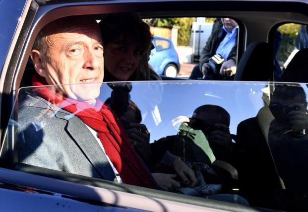 Alain Juppé, candidat défait à la primaire de... (PHOTO GEORGES GOBET, AGENCE FRANCE-PRESSE)
