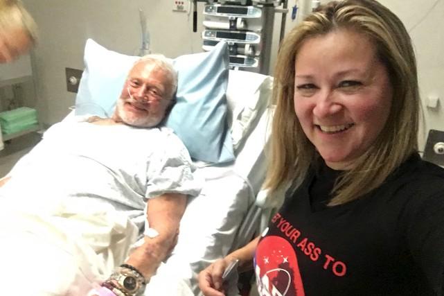 Buzz Aldrin est couché dans un lit d'hôpital... (AP)