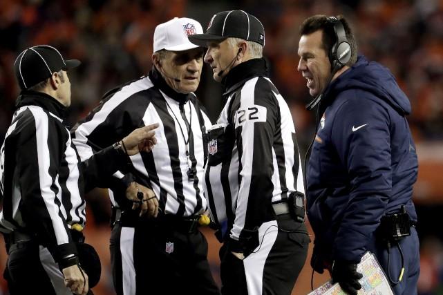En ce moment, les arbitres de la NFL... (PHOTO Jack Dempsey, AP)