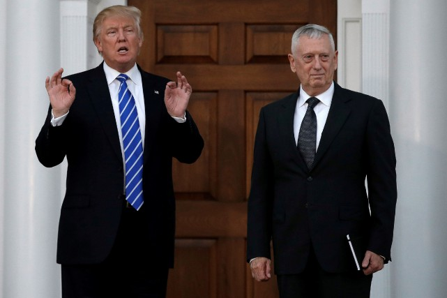 James Mattis est le premier ancien général à... (PHOTO Mike Segar, REUTERS)