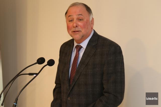 L'opposition reproche notamment au ministre Pierre Paradis (notre... (Janick Marois, archives La Voix de l'Est)
