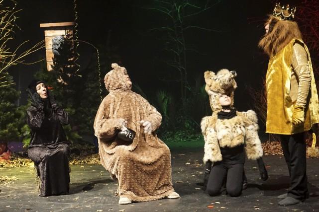 Sept comédiens incarnant vingt personnages sortis tout droit de dix fables de... (France Lamothe)