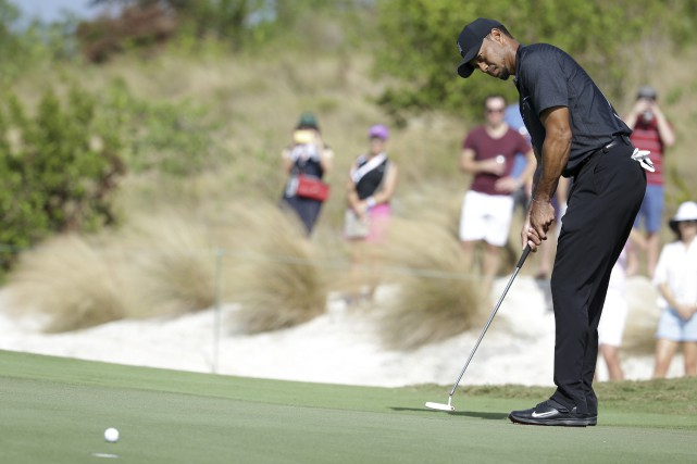 Tiger Woods participe à son premier tournoi depuis le... (Lynne Sladky, Associated Press)