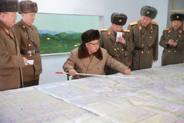 Le leader nord-coréen Kim Jong-Un a fait déployer... (PHOTO ARCHIVES AFP/AGENCE KCNA)