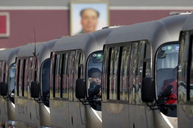 Au moins 18 personnes ont péri vendredi en Chine lorsqu'un minibus a chuté dans... (PHOTO ARCHIVES AP)