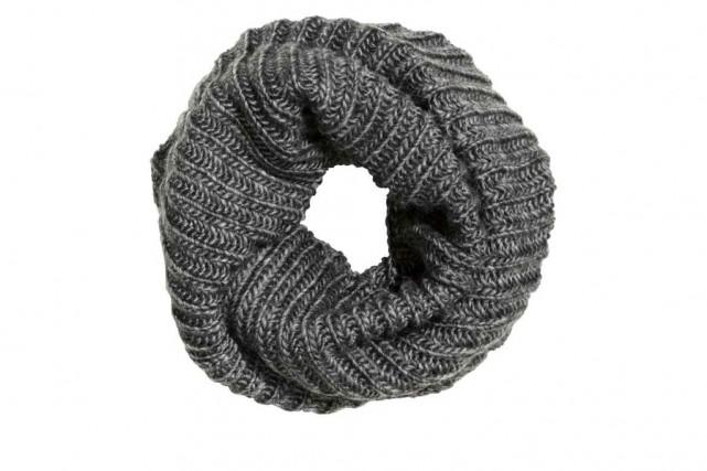 Écharpe tube en laine mélangée, 19,99 $, H&M... (Photo fournie par H&M)