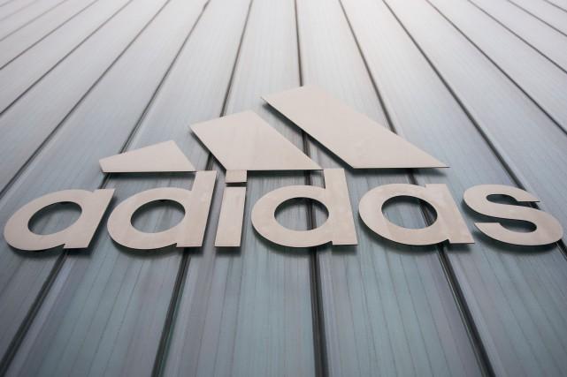 Le géant allemand Adidas a annoncé vendredi qu'il allait mettre un terme en fin... (Photo Lukas Barth, archives AFP)