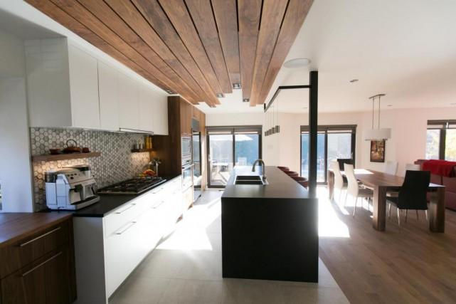 L'architecte Eric Tremblay a pensé la cuisine comme... (Photo François Roy, La Presse)