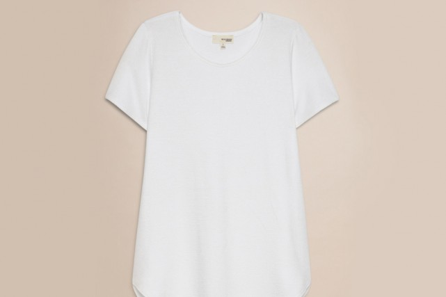 Le t-shirt blanc... (Photo fournie par Aritzia)