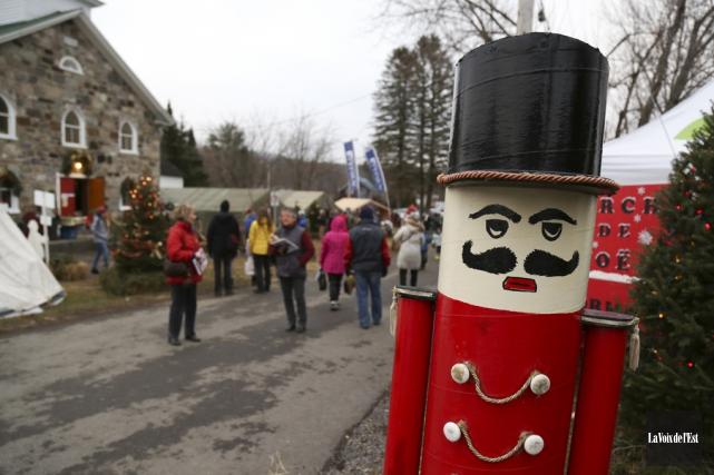 Le Marché de Noël de Suttonse déroule les... (archives La Voix de l'Est)