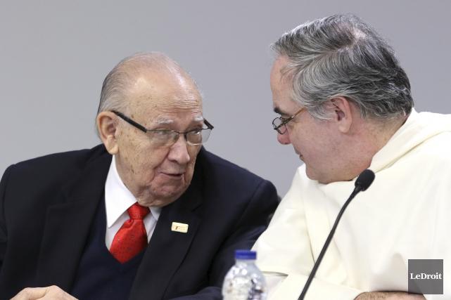 L'homme d'affaires Eugène Tassé (à gauche) a versé... (Patrick Woodbury, Le Droit)