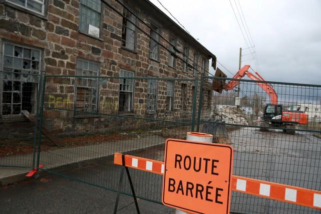 La démolition de l'usine Stanley, qui avait fermé... (Catherine Trudeau)