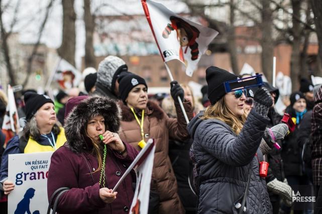 Les manifestants se sont rassemblés en début d'après-midi... (Photo Édouard Plante-Fréchette, La Presse)