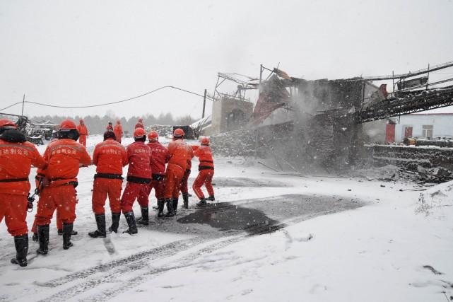 Des secouristes se sont rendus sur place.... (Photo Reuters)