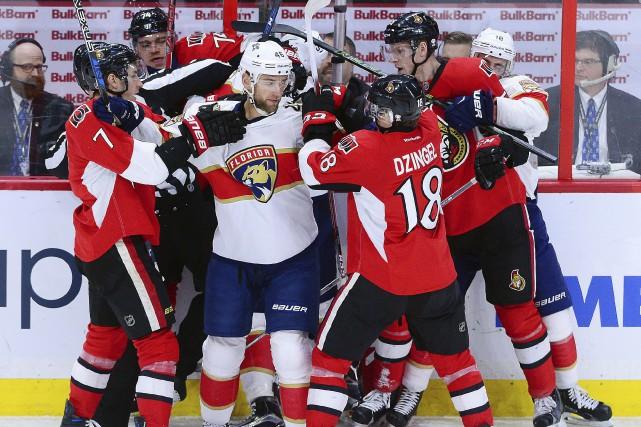 La tension était palpable entre les joueurs durant... (La Presse canadienne, Sean Kilpatrick)