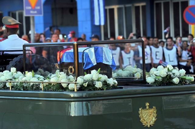 Les funérailles ont débuté vers 7h00 peu après... (PHOTO PEDRO PARDO, AGENCE FRANCE-PRESSE)