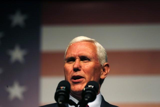 Le vice-président élu Mike Pence... (AP,Gerald Herbert)