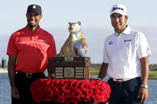 Hideki Matsuyama (à droite) prend la pose avec... (AP)