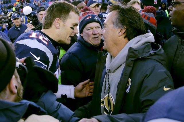 Le quart-arrière des Patriots de la Nouvelle-Angleterre, Tom... (AP, Elise Amendola)