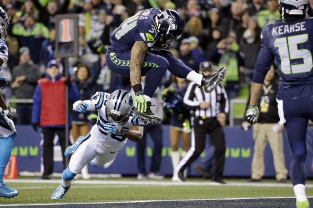 Thomas Rawls (34), des Seahawks de Seattle, a... (Photo Ted S. Warren, AP)