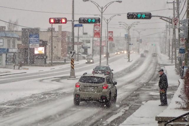 La neige a débuté lundi matin en Estrie.... (Spectre Média, René Marquis)