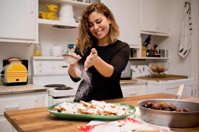 La chef du restaurant Brïz, Fabrizia Rollo, saupoudre... (PHOTO SARAH MONGEAU-BIRKETT, LAPRESSE)