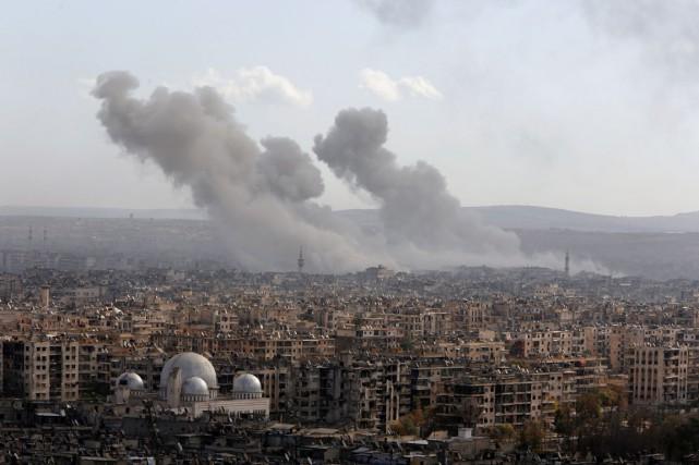 Une vue générale de la ville d'Alep d'où... (photo Omar Sanadiki , archives REUTERS)