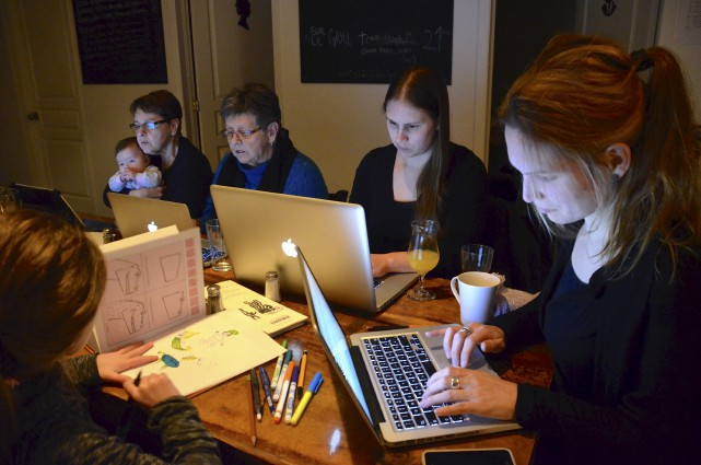 Les Amplificateurs en pleine séance d'écriture collaborative en... (Collaboration spéciale Johanne Fournier)