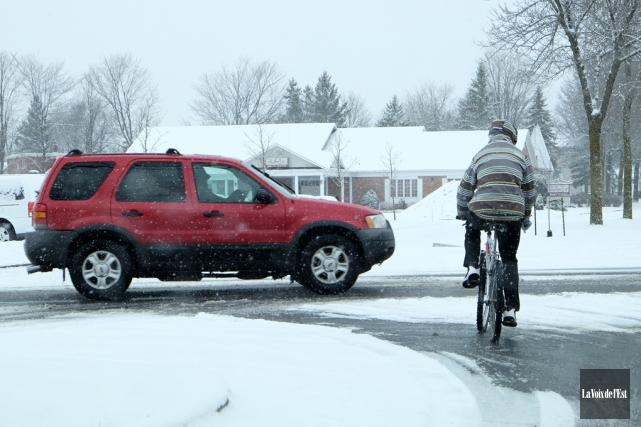 La neige a surpris les automobilistes, lundi, alors... (Alain Dion, La Voix de l'Est)