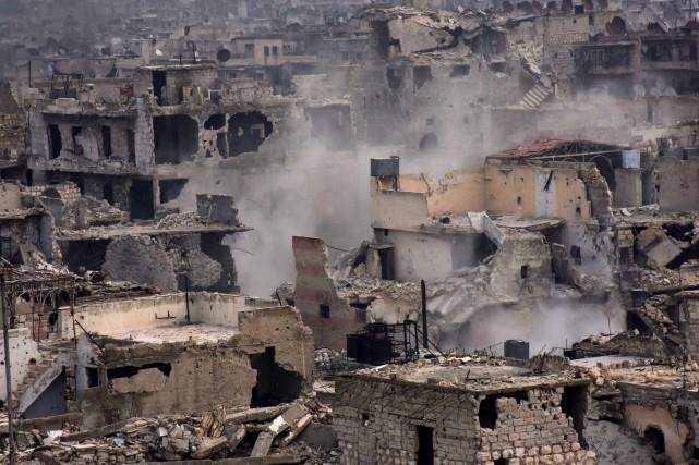 Les combats se sont intensifiés lundi à Alep.... (AFP)