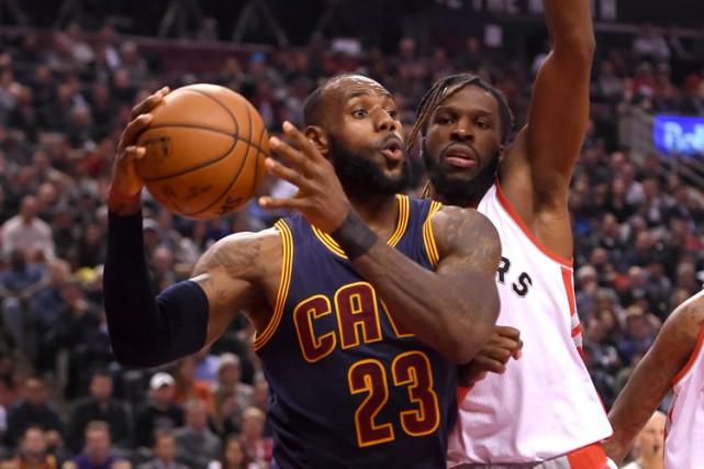 LeBron James a inscrit 34 points et les Cavaliers de Cleveland ont fait fi... (PHOTO REUTERS)