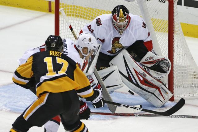 Bryan Rust a réussi le premier tour du chapeau de sa carrière, Sidney Crosby a... (PHOTO AP)