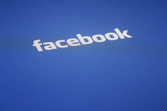 Facebook fait partie des entreprises qui ont décidé... (AP)