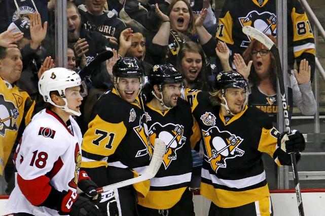 Les partisans des Penguins réunis auPPG Paints Arena... (Gene J. Puskar, Associated Press)