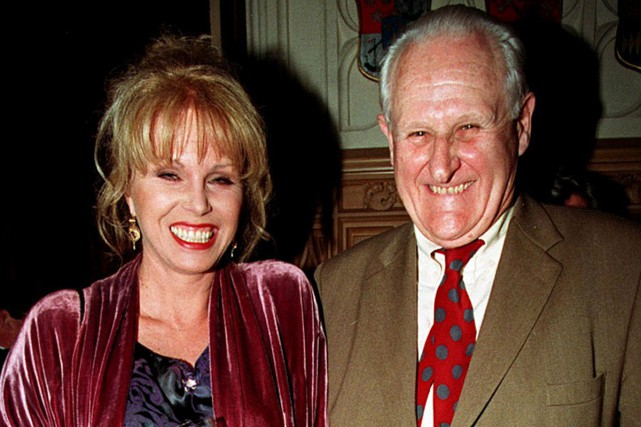 Les acteurs Joanna Lumley et Peter Vaughan en... (PHOTO ARCHIVES AP)