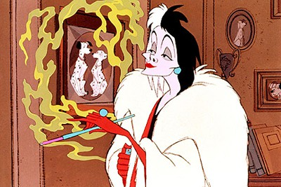 Cruella d'Enfer dans 101 Dalmatians(1961)... (Image fournie par Disney)