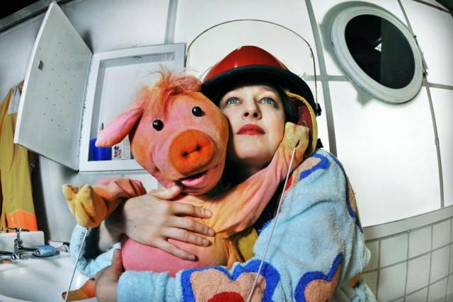 Julie McClemens dans la pièce Le bain.... (PHOTO FOURNIE PAR LA PRODUCTION)