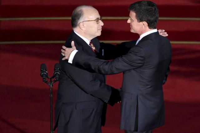 BernardCazeneuve (à gauche) a fait l'éloge de l'amitié... (AFP, Lionel Bonaventure)