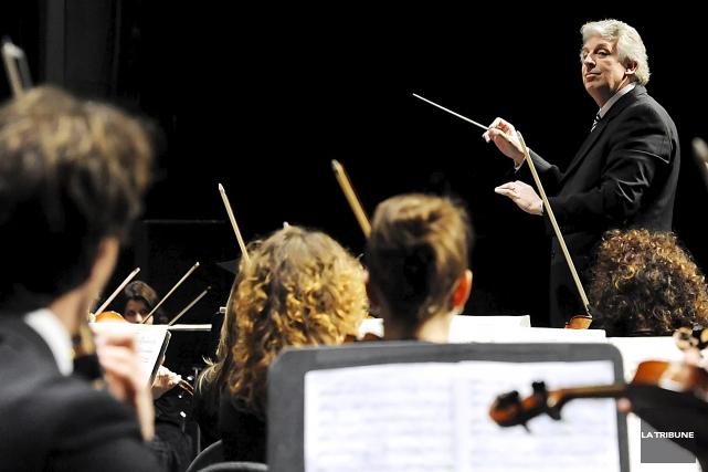 L'Orchestre symphonique de Sherbrooke dirigée par le chef... (Archives, La Tribune)