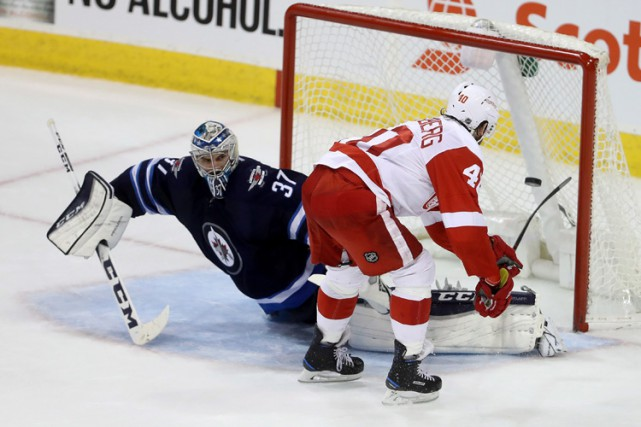 Henrik Zetterberg a inscrit le but décisif en tirs de barrage alors que les Red... (PHOTO PC)
