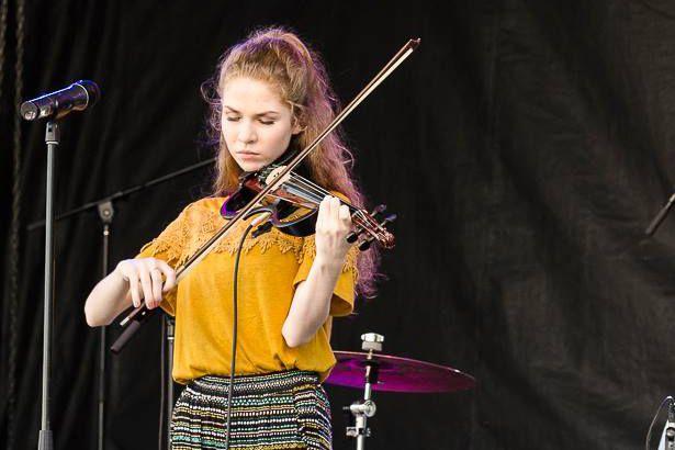 La chanteuse et violoniste Héloïse Yelle sera sur... (Facebook)