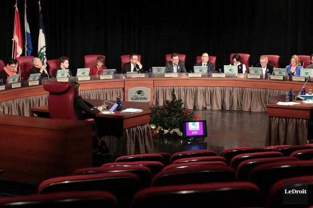 Les élus gatinois ont adopté le budget équilibré... (Archives, Le Droit)
