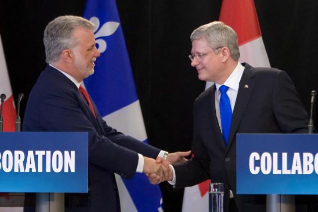 Philippe Couillard et Stephen Harper sontvenus à un... (Photo archives La Presse Canadienne)