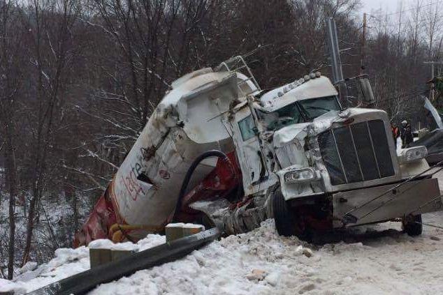 La route 159 entre Saint-Roch-de-Mékinac et Saint-Tite est actuellement fermée... (Photo: courtoisie)